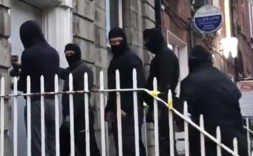 goon-squad-breaks-door.jpg